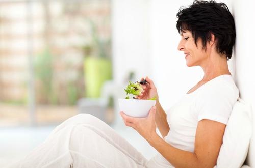shutterstock_woman healthy eating