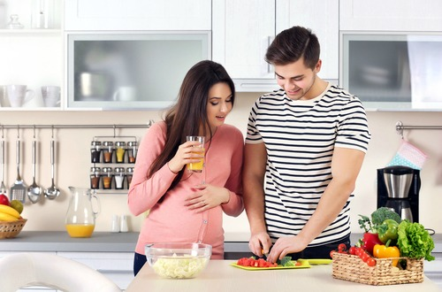 pregnant cooking m