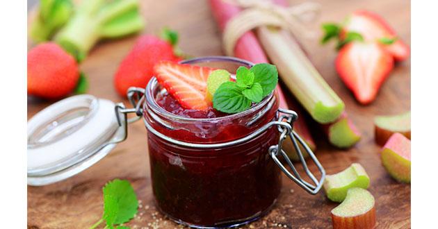 rhubarb and strawberry jam-630