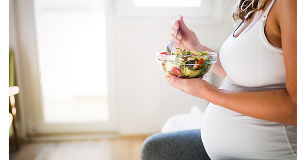 pregnant woman eating healthy-630