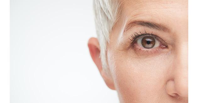 senir woman eye-630