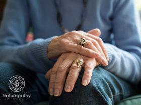 elderly woman-parkinson's disease-eyecatch