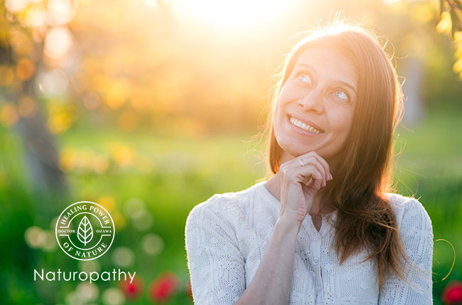 woman smiling at the Sun-eyecatch