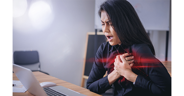 woman chest pain-630