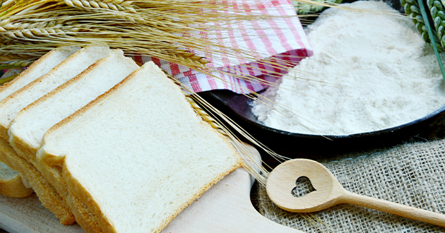 栄養を取り除かれた精製粉のパン