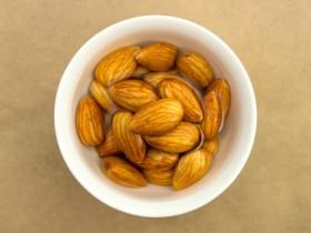 生のナッツ