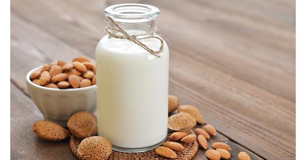 アーモンドミルクは豆乳、牛乳など他のミルク類で代用可能