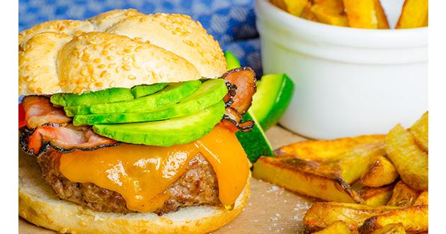 ハンバーガーが血圧や中性脂肪値を上昇させ、体内の炎症反応を引き起こす