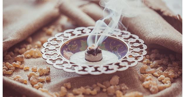 フランキンセンスの神秘的な香りは、瞑想や宗教儀式に使われてきた