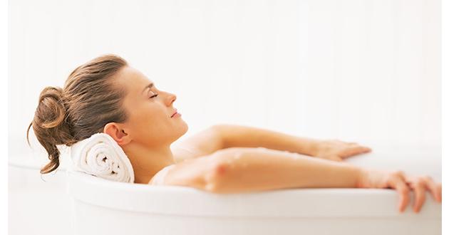 エッセンシャルオイルを浴槽に数滴落として入浴すると脚むずむず症候群に効果的