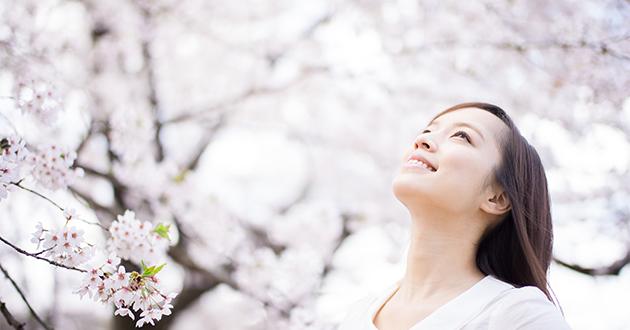 桜と女性 春の香り