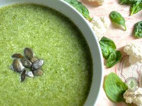 免疫力強化カリフラワーとほうれん草のスープ