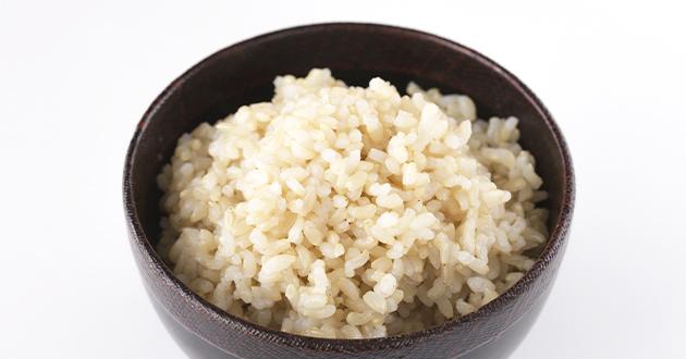 食物繊維、ビタミンミネラルも豊富な玄米ご飯