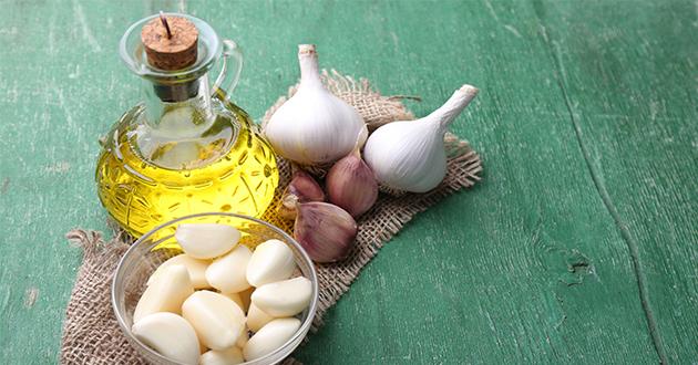 香り豊かなニンニクとオリーブオイル
